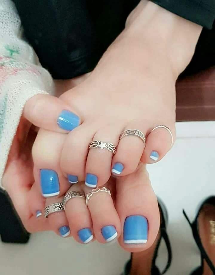 Toe Nail trend blue and white polish | PRETTIFYING WOMEN\'S FEET ...