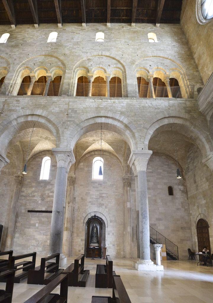 Particolare Del Colonnato Interno Cattedrale Di San