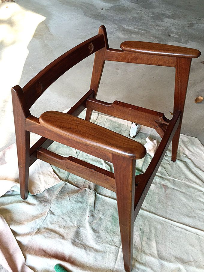 A Fun And Stylish Mid Century Modern Chair Restoration Including Reupholstering Wood Refinishing Diy Project That Can Be Accomplished In Weekend