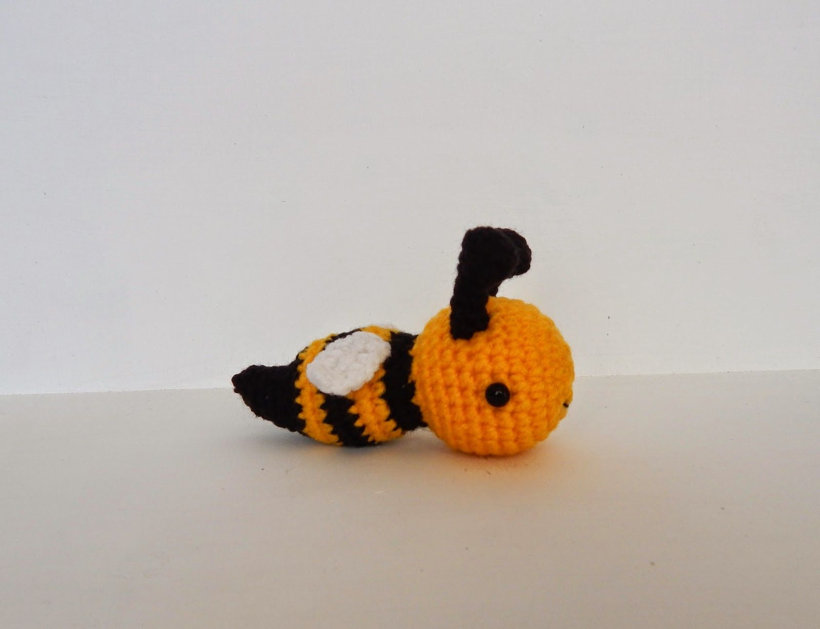 A[mi]dorable Crochet: Bee Pattern | Muñequitos tejidos | Pinterest ...