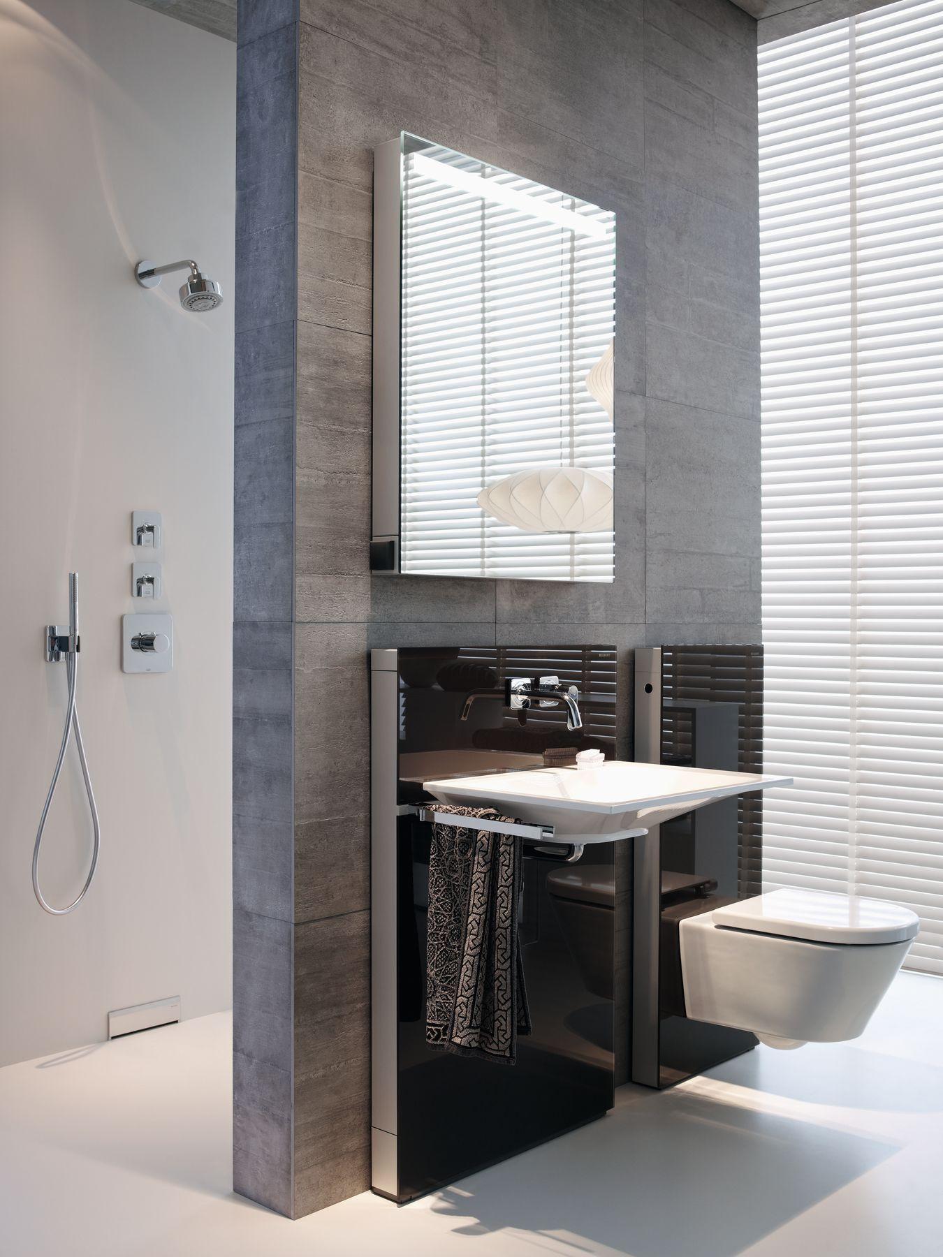 Badkamer met Geberit toilet en Monolith design-module. Inloopdouche ...