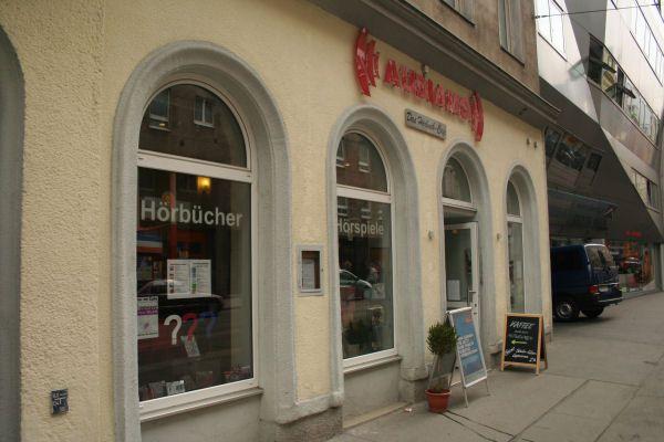 Das AUDIAMO ist Österreichs erste Hörbuchhandlung. Eröffnet 2007 bietet das AUDIAMO derzeit eine Auswahl von über 6.000 Hörbücher und Hörspiele und ein Hörbuch-Cafe zum Probehören. Kaiserstraße 70, 1070 Wien.  #im7ten