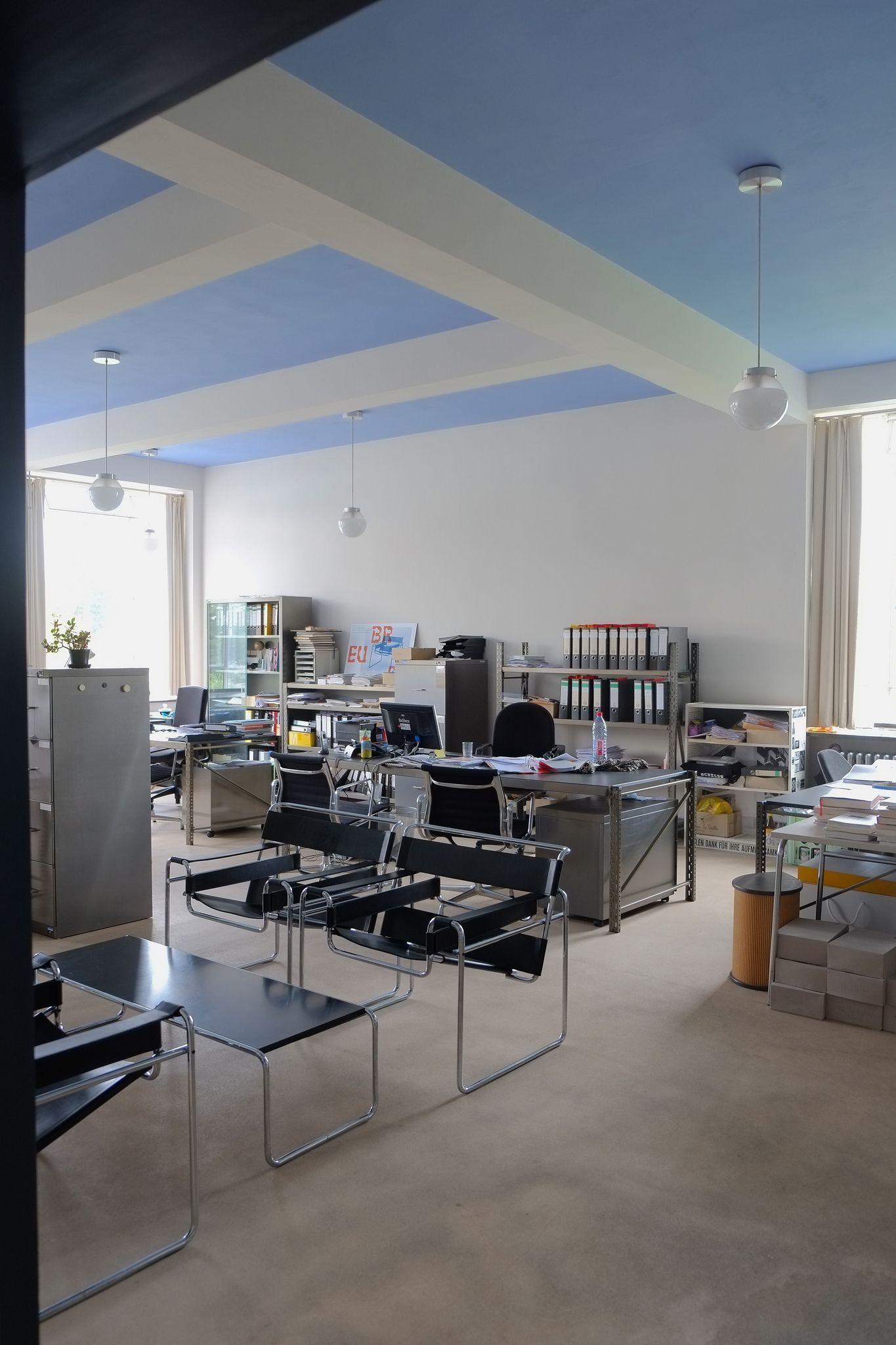 bauhaus / dessau in 2020 Bauhaus interior, Bauhaus
