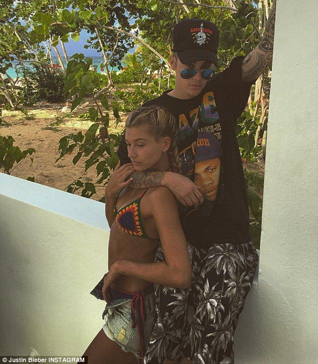 Hailey Baldwin poses in bathing suit after ex Bieber unfollowed her