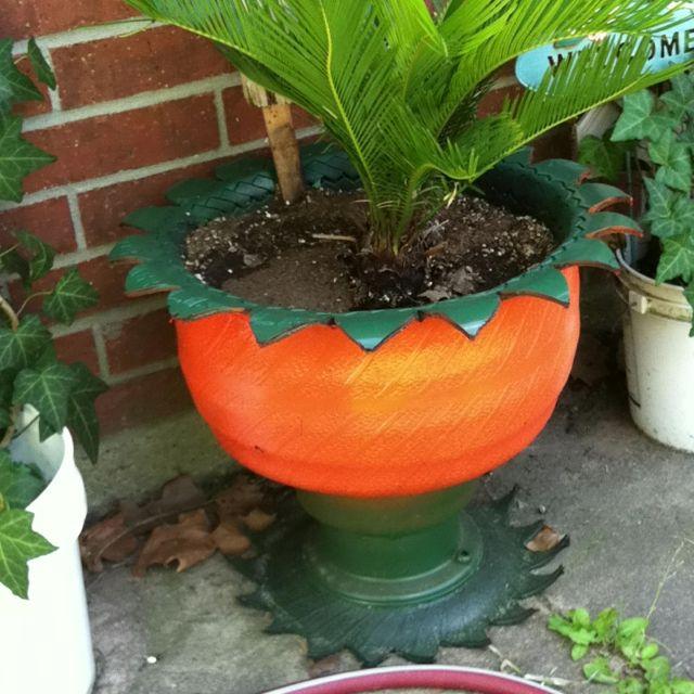 Flower Pot Made Out Of A Tire Amazing Gardens Flower Pots