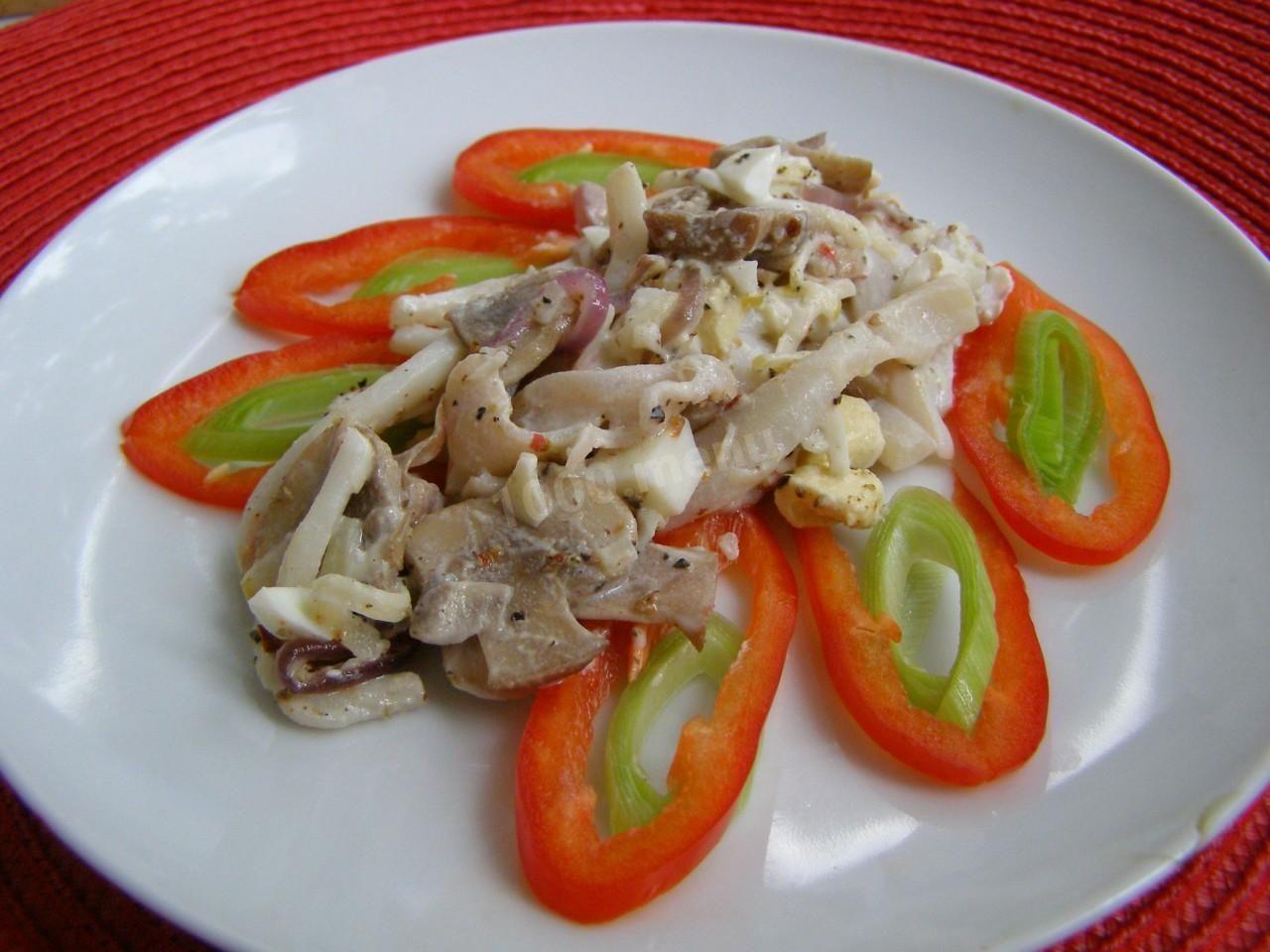 Салат с кальмарами и грибами | Рецепт | Кулинария, Салаты ...
