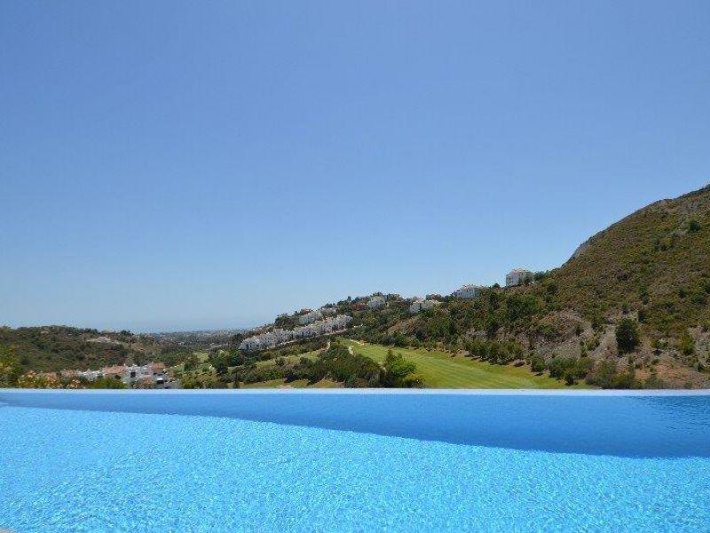 Villa for sale with 6 bedrooms, 6 bathrooms, Listing ID 1152, La Quinta Golf & Country Club, Benahavís, Marbella West, Costa del Sol, Spain.