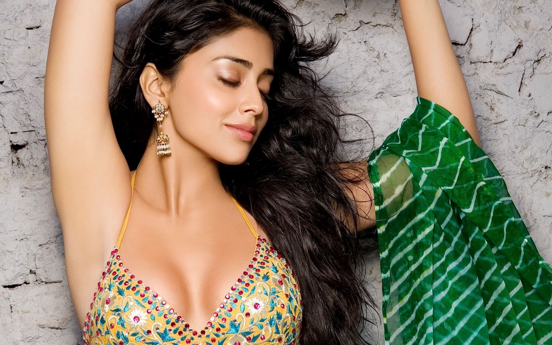 Shriya Saran Hot Wallpapers Beauty Tips For Girls Bollywood Actress Beautiful Indian Actress