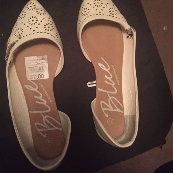 Beige Flats Minor issues . Tears or holes . Worn only a few times . Shoes Flats & Loafers