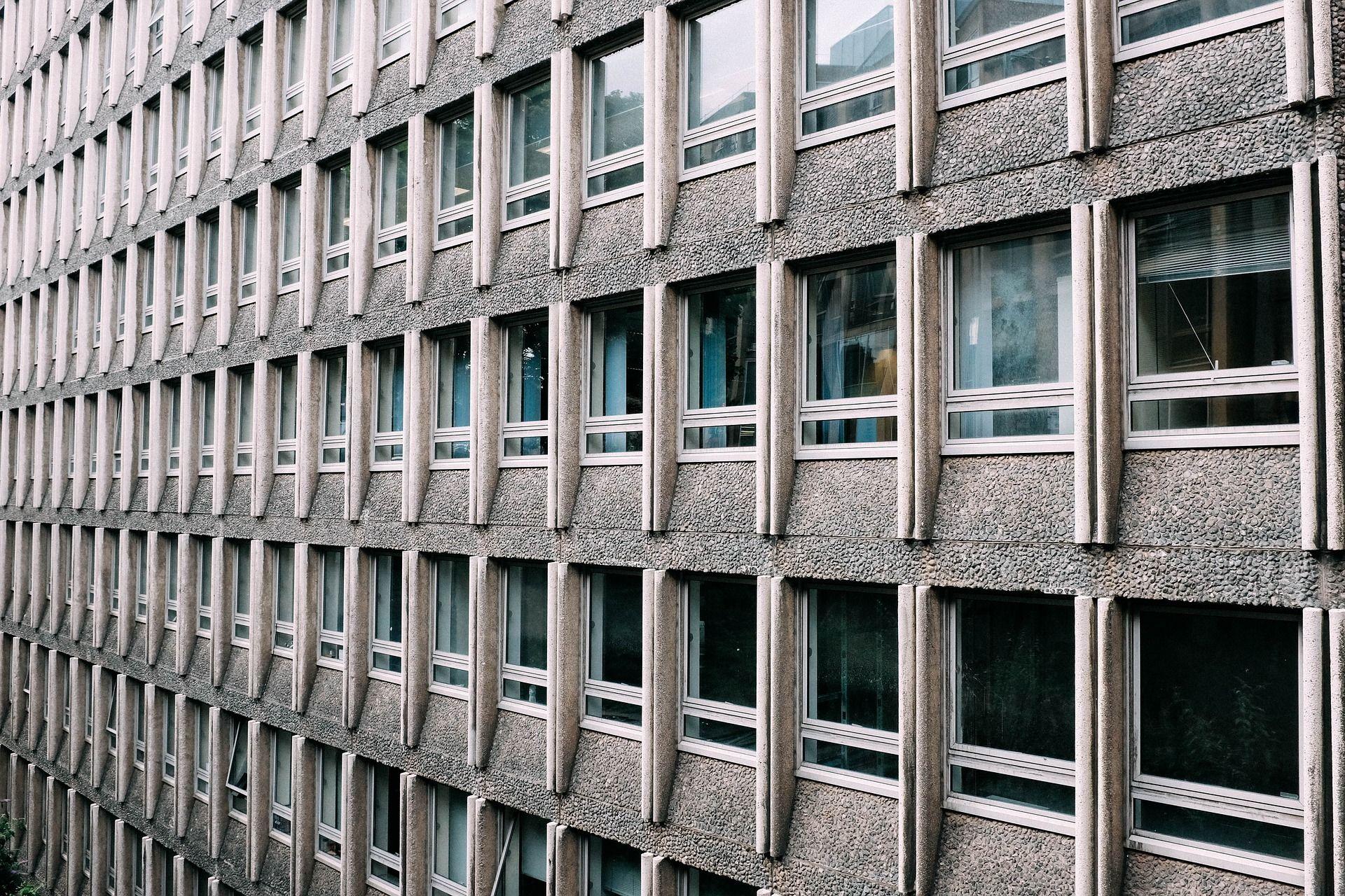 Ongelmat betonirakenteiden lujuudessa kiinnittivät huomion betonirakentamisen laatuun
