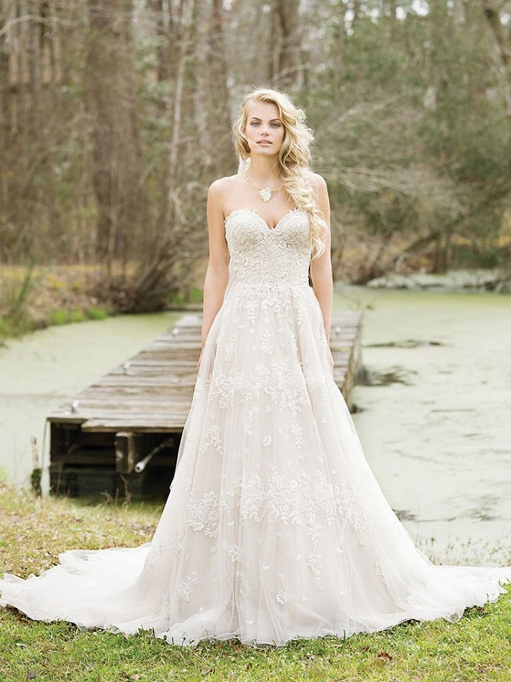 Sweetheart A-line Gown with Sequined Lace Appliques | itakeyou.co.uk #wedding #weddingdress #weddingdresses