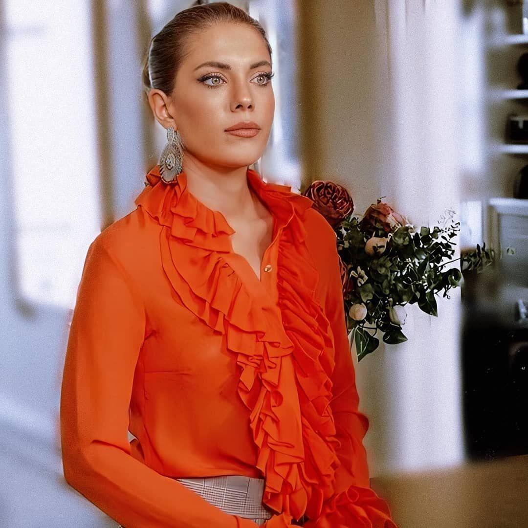سریال سیب ممنوعه On Instagram کمتر از 55 ساعت دیگر مانده به شروع قسمت هفتادو پنج سریال در فصل چهارم اماده ایددددددددد اونایی ک Fashion Fashion Looks Style