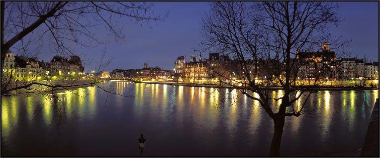 Bras de la Seine depuis l'Ile Saint-Louis  Paris, France. © 2002
