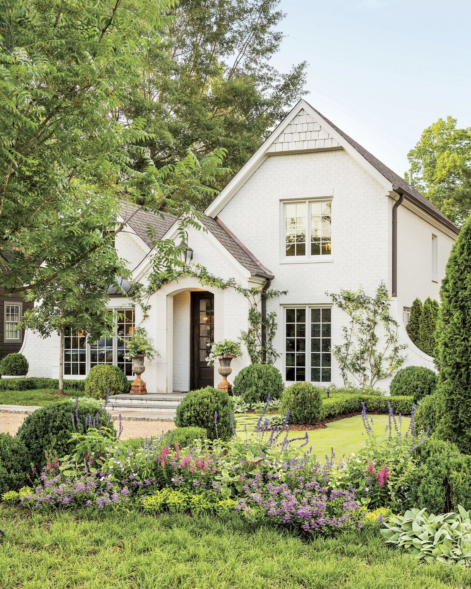How Landscaping Added Instant Charm To This New Birmingham Home In 2020 White Brick Houses House Exterior Backyard Design