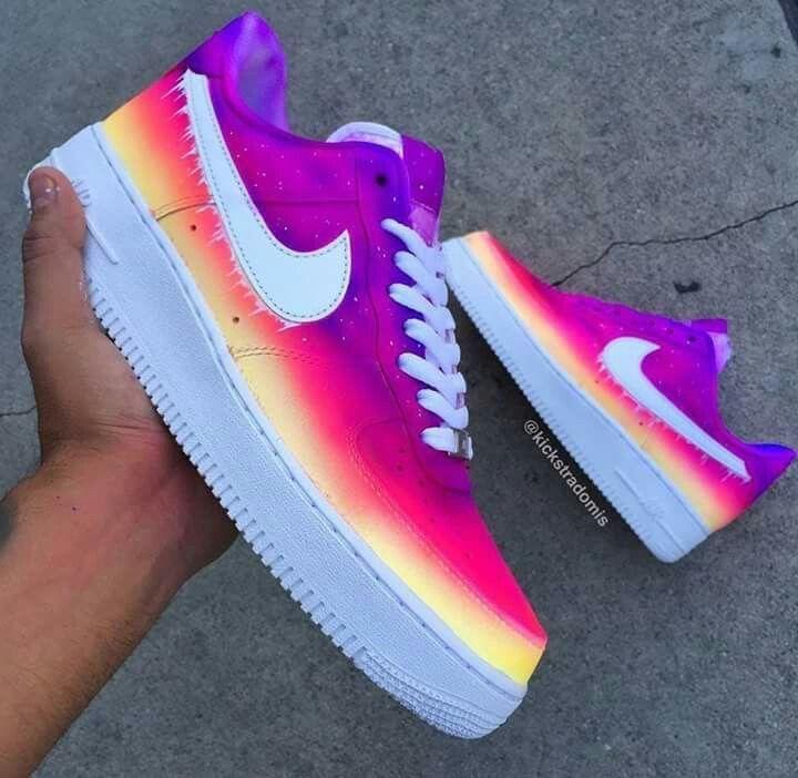 Pin van merle.vdh op schoenen❤ Nike sneakers, Trendy