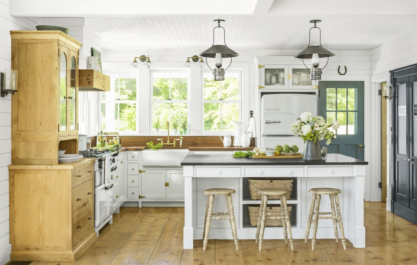 Our Favorite Farmhouse Decor Ideas For Your Dream Country Home In 2020 Country Kitchen Designs Rustic Farmhouse Kitchen Farmhouse Kitchen Decor