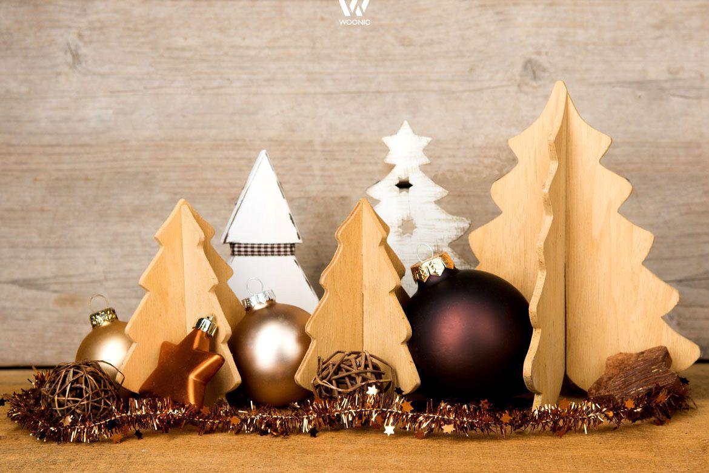 weihnachtsdekoration mit holzbäumen