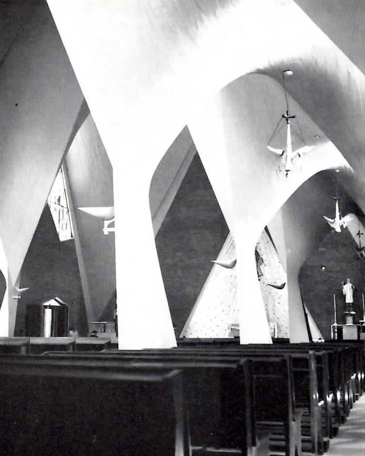 Vista interior, Iglesia de la Medalla de la Virgen Milagrosa, Ixcateopan 78 y Matías Romero, Col. Vertiz Narvarte, México, DF 1955  Arqs. Pedro Fernández Miret y Félix Candela -  Interior view, Church of the Miraculous Medal, Narvarte, Mexico City 1955