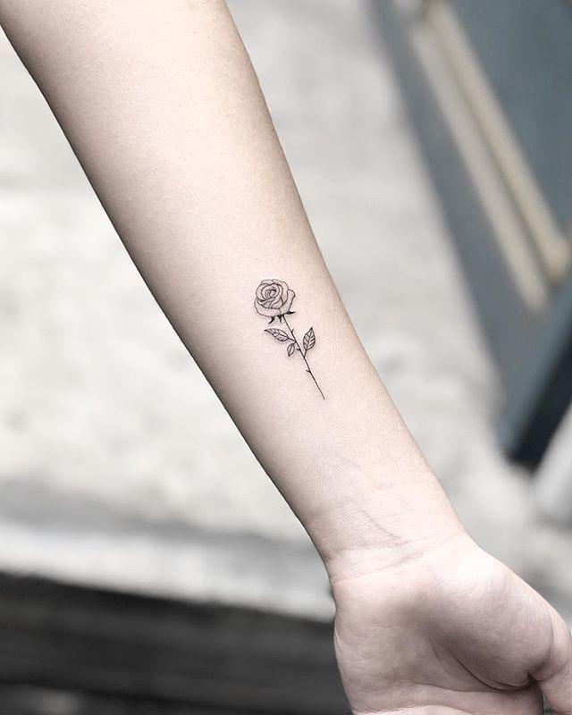 """, Kleine Tattoos auf Instagram: """"Elegant Rose von @mjtattooing · @ west4tattoo NYC 🇺🇸"""", My Tattoo Blog 2020, My Tattoo Blog 2020"""