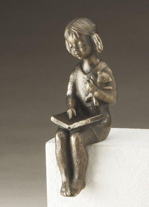 Bronzeskulptur Lesendes Mädchen 19 cm, limitiert 001