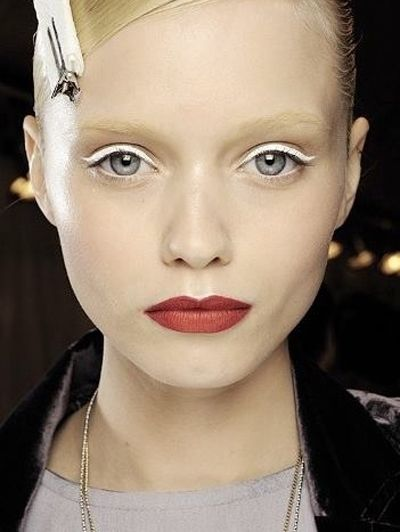 Een witte Kerst - Nu proberen: 20 heftige ooglooks voor de feestdagen #beauty #makeup #xmas #christmas #tutorial #ELLE