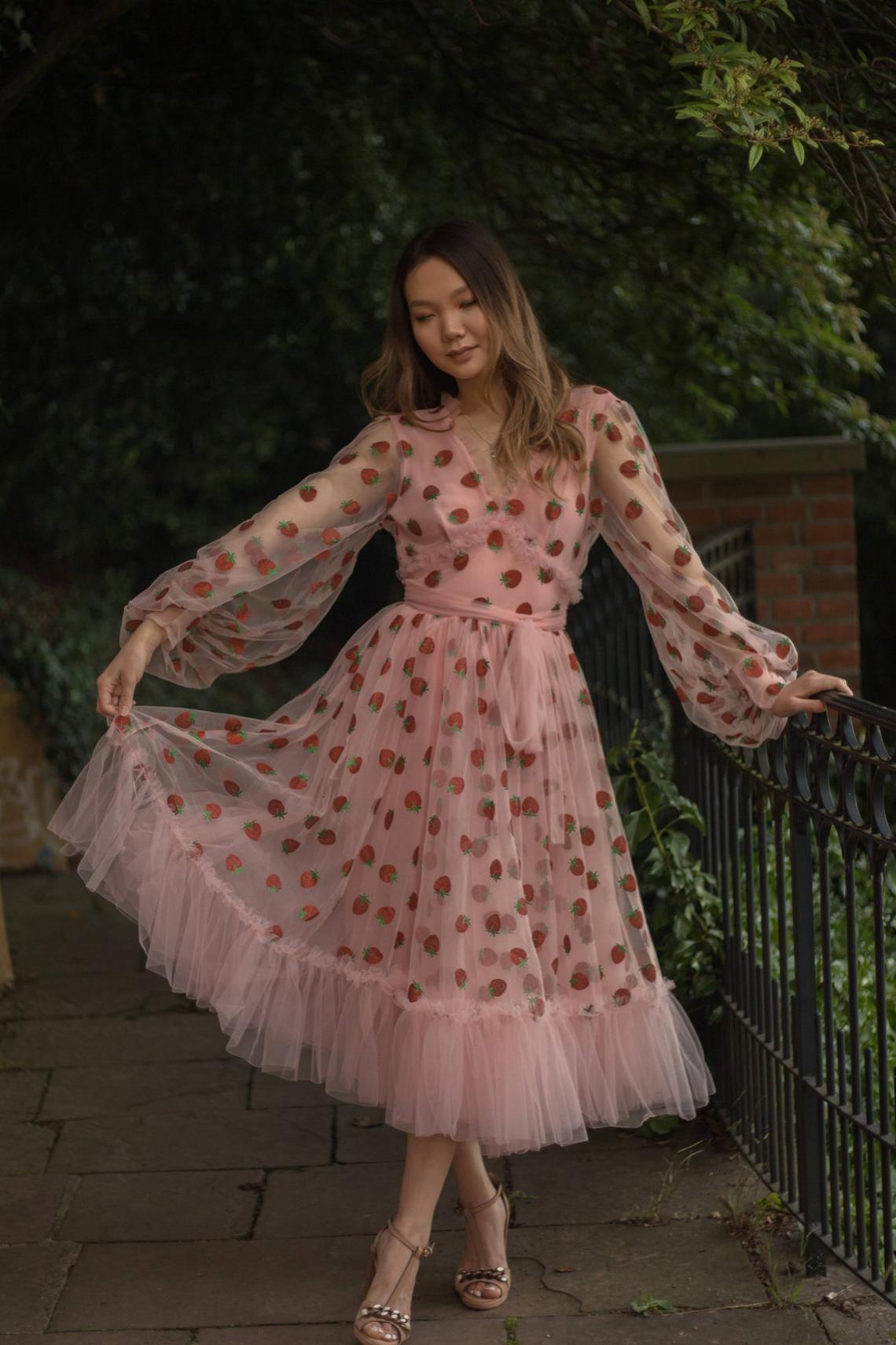Made To Measure Midi Blush Strawberry Tulle Dress Strawberry Girl Kleider Hubsche Outfits Hubsche Kleider [ 1710 x 1140 Pixel ]
