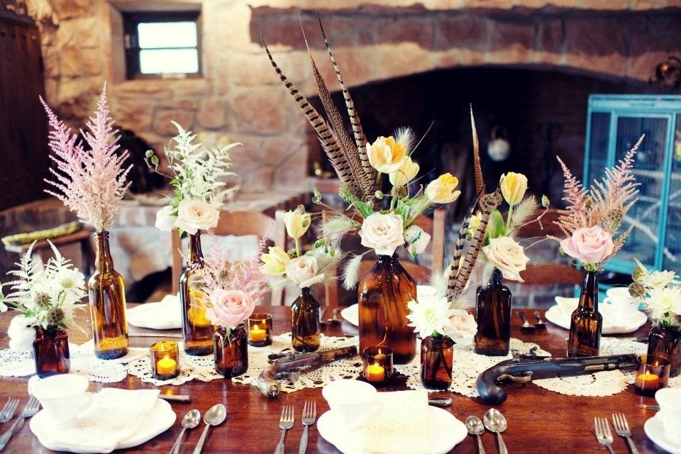 love this vintage table decor with brown snuff bottle from