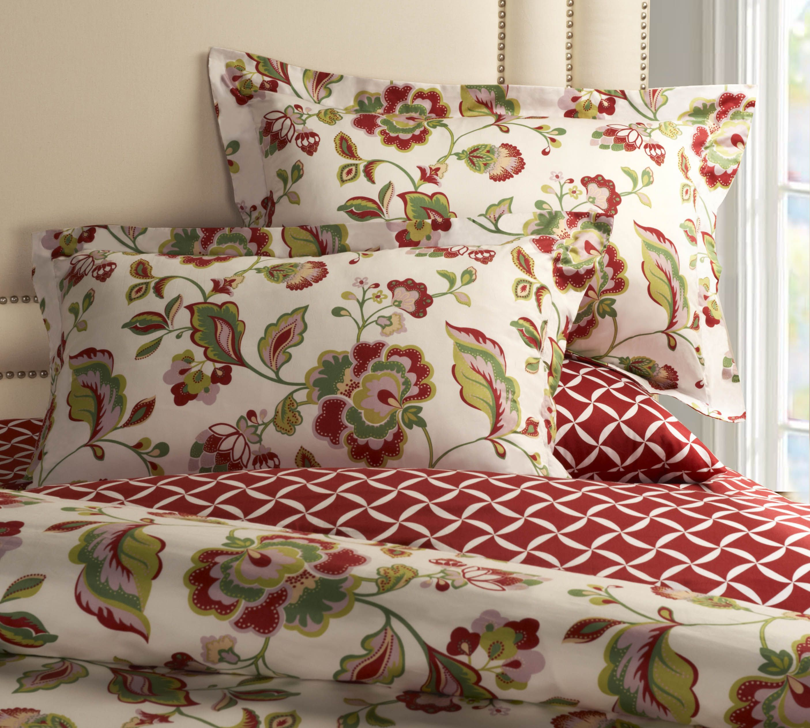 This 3 Pc Bedding Set With A Floral Vibrant Jacobean