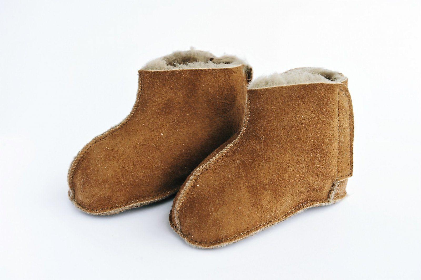 agnellina chaussons b b en peau de mouton taupe winter pinterest peau de mouton. Black Bedroom Furniture Sets. Home Design Ideas