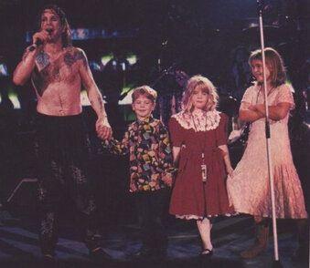 Ozzy Osbourne on stage with his kids!!!   Ozzy osbourne ...Ozzy Osbourne Family 2014