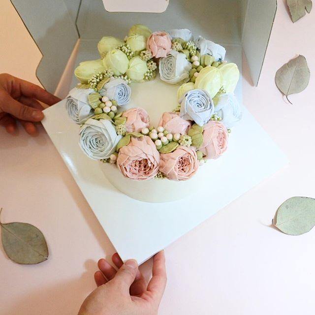 사람마다 스타일, 성격 까지 케익 만들때 묻어나요 . 깨끗 하고, 상큼한 그녀의 케이크  advanced class-2  #플라워케이크#flowercake#flower#flowerstagram#buttercream #creamflower#フラワーケーキ#Fleur#Gâteau#BungaKue#鲜花蛋糕#เค้กดอกไม้#wiltoncakes#bakingclass#cakedesign#cakeshop#theflowercompny#instacake#koreabuttercream#koreanflowercake#theflowercompny