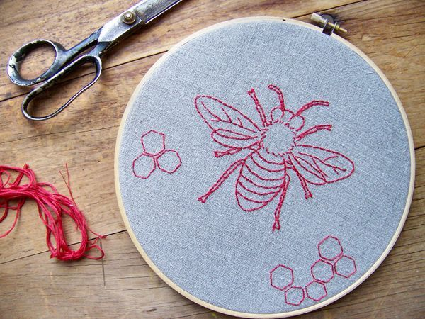 a honey bee embroidery pattern