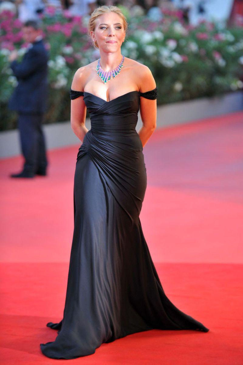 Scarlett Johansson Tight Thread Scarlett Johansson Sides And Tight Booty On Stage