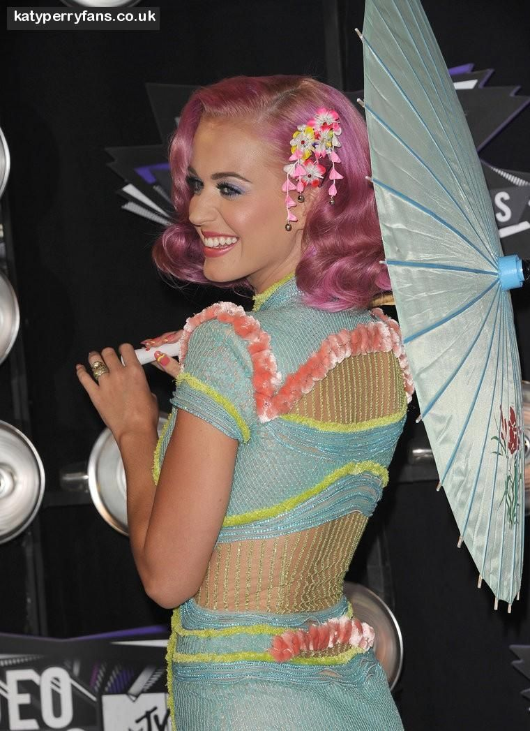 Katy Perry Blue Yellow Pink Asian Dress Pink Hair Mtv Video Music