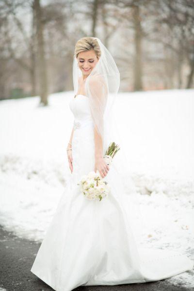 Winter bride: http://www.stylemepretty.com/illinois-weddings/2014/12/22/elegant-country-club-winter-wedding/   Photography: Tamara Gruner - http://www.tamaragruner.com/