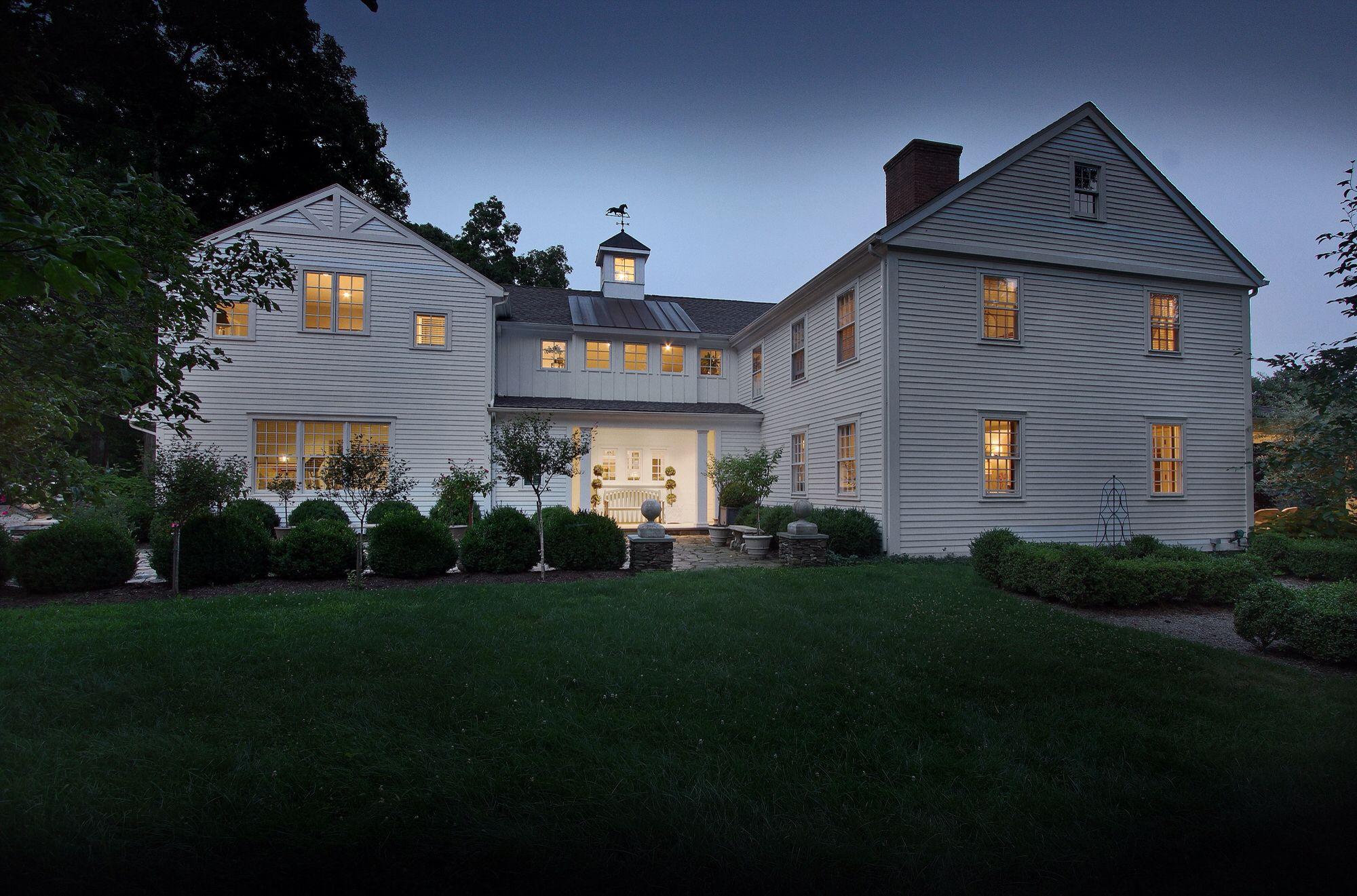 Best Exterior White Modern Farmhouse Stone Entry Courtyard 400 x 300