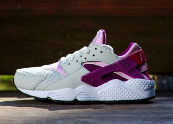 quality design 49d9a dee8e nike huarache womens grey pink 02 570x409 Nike Womens Air Huarache Light  Base Grey Light Arctic Pink