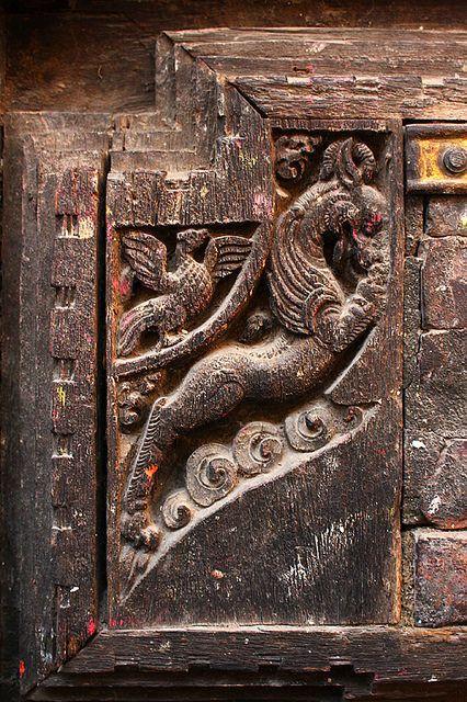 Tallas intrincadas de un templo - Nepal