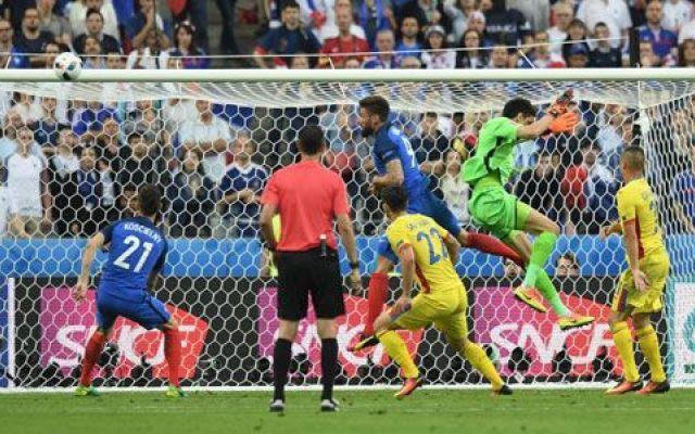 Video highlights Francia - Romania 2-1 (Euro 2016) Si fa perdonare  con il rigore del pari, ma non basterà alla sua squadra.  A soffrire, più che la coppia centrale Rami- Koscielny, è soprattutto  Evra a sinistra, saltato due volte da Sapunaru  e una #euro2016 #franciaromania