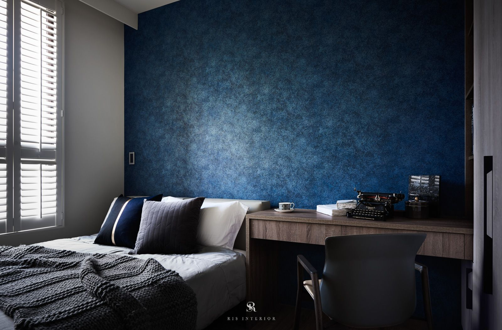 Amazing Bedroom Ideas And Inspiration. Styles: Hygge Colors: Dark Blue Features:  Shutters, Wallpaper, Home Office Ideas. From Apartment Project: Van Der  Vein.