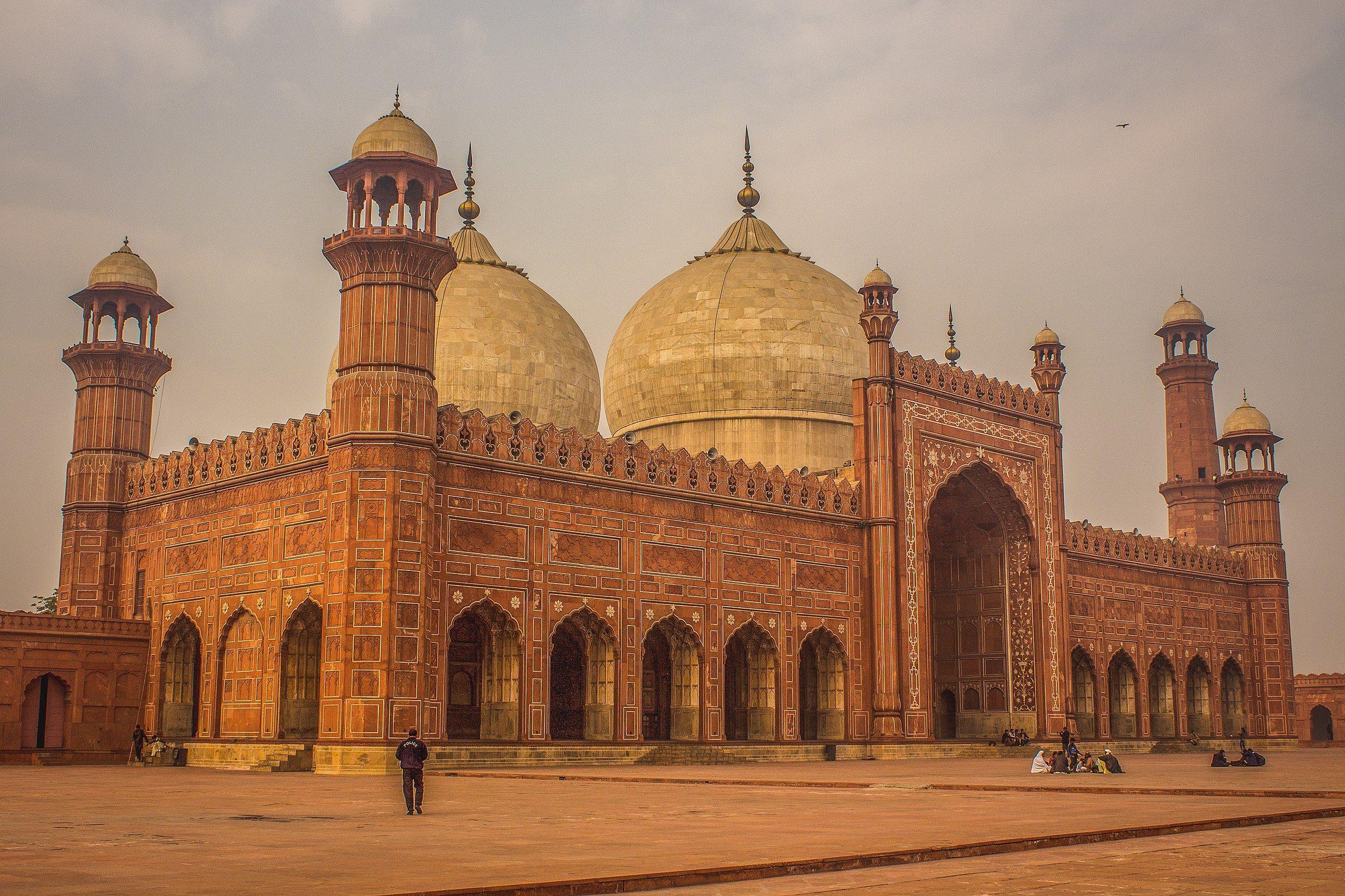 Badshahi Masjid Side View Pakistan Wikipedia With Images