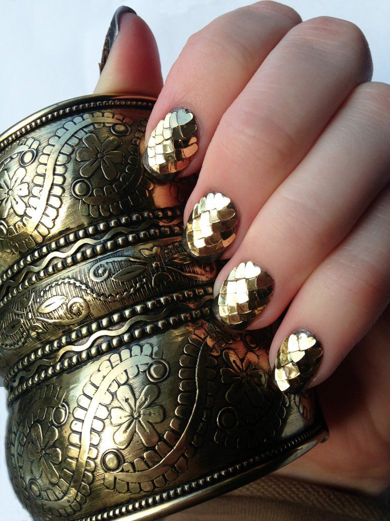 Dragon Scale Nails / gold heart sequins