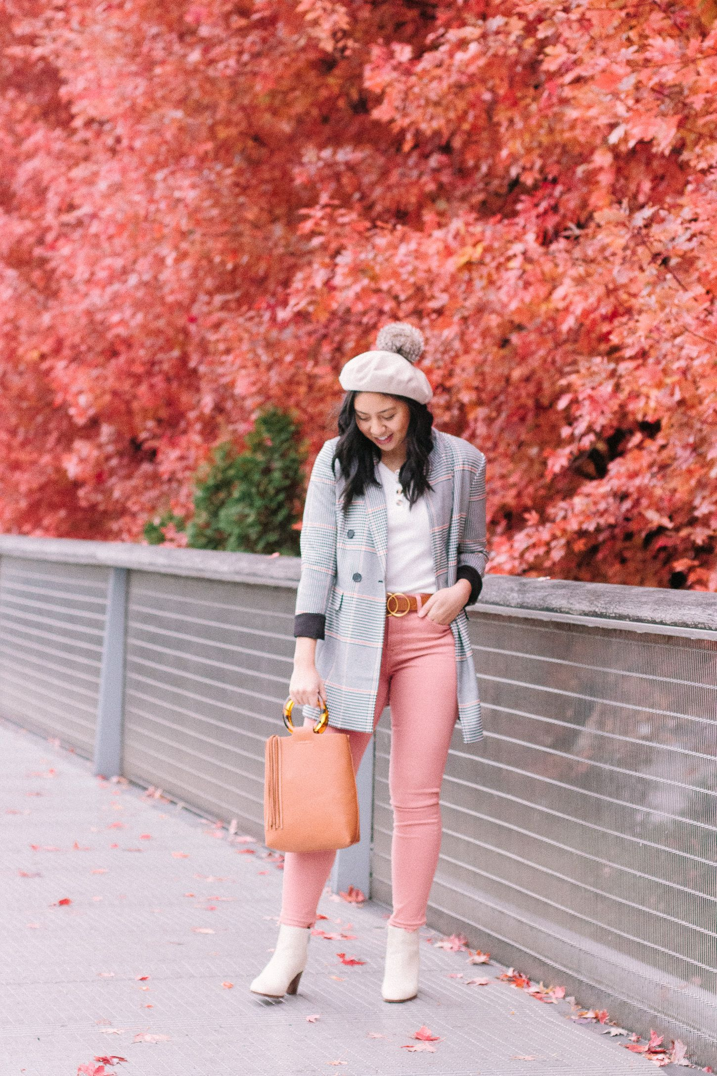 Looks - How to peach wear colored jeans video