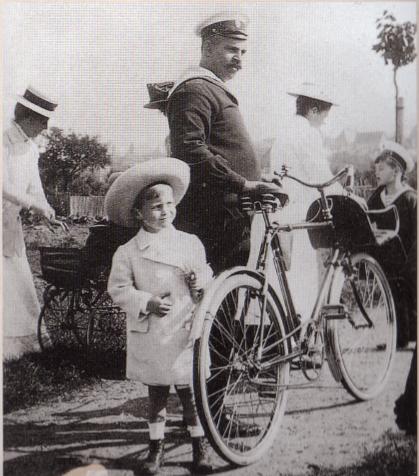 Derevenko and Alexei, Germany. 1910.