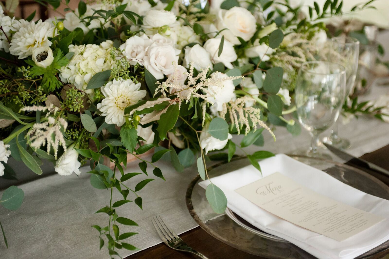 Wedding decorations green  Table Setting Ideas Flowers on table White and Green Clear Plates