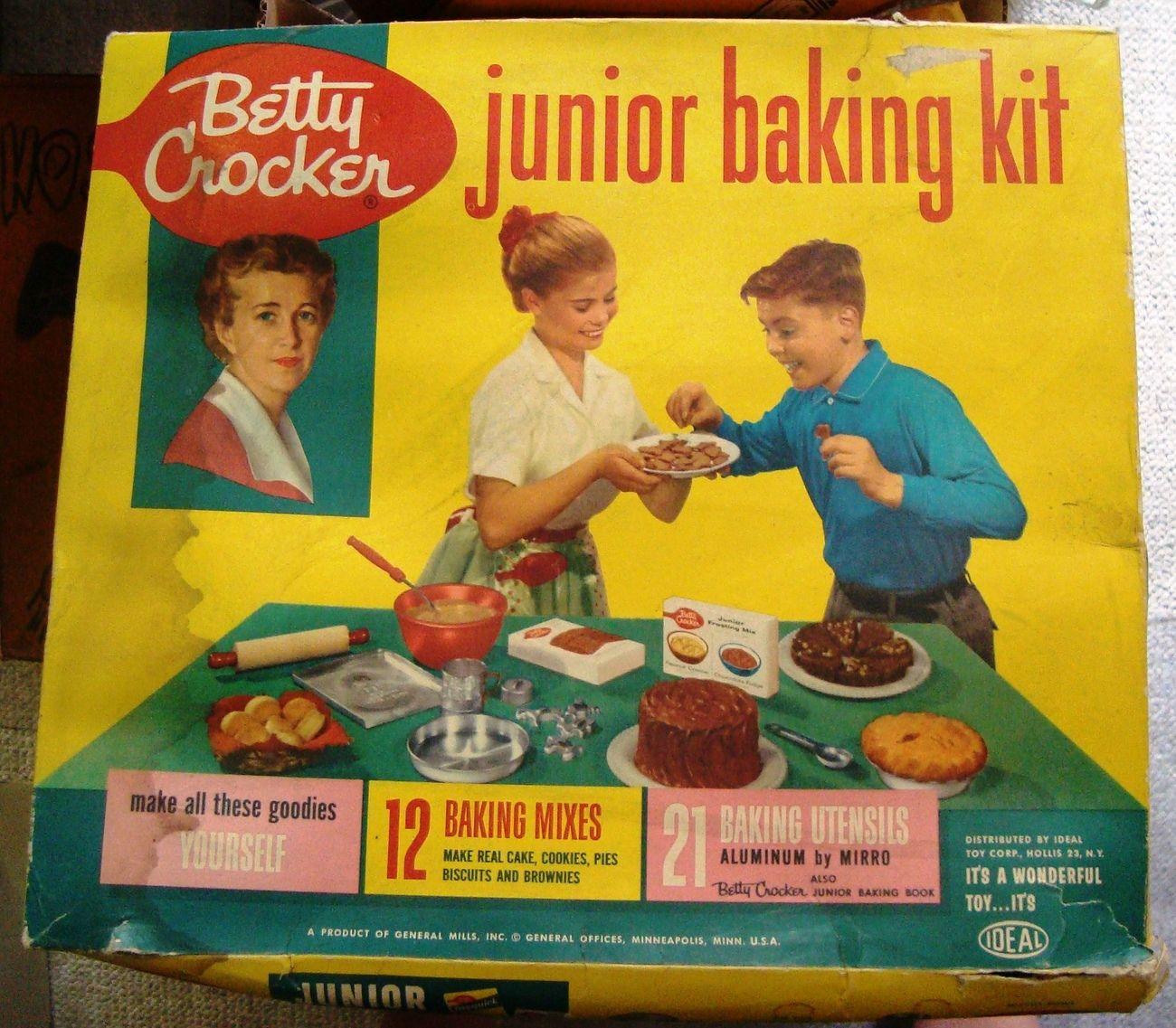 vintage 1950 39 s betty crocker junior baking kit by ideal. Black Bedroom Furniture Sets. Home Design Ideas