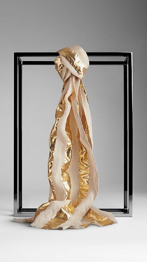Burberry Leichter Schal mit Metallic-Streifen auf shopstyle.de