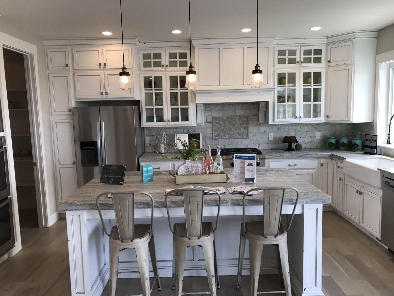 Farmhouse envy kitchens that cook pinterest find furniture