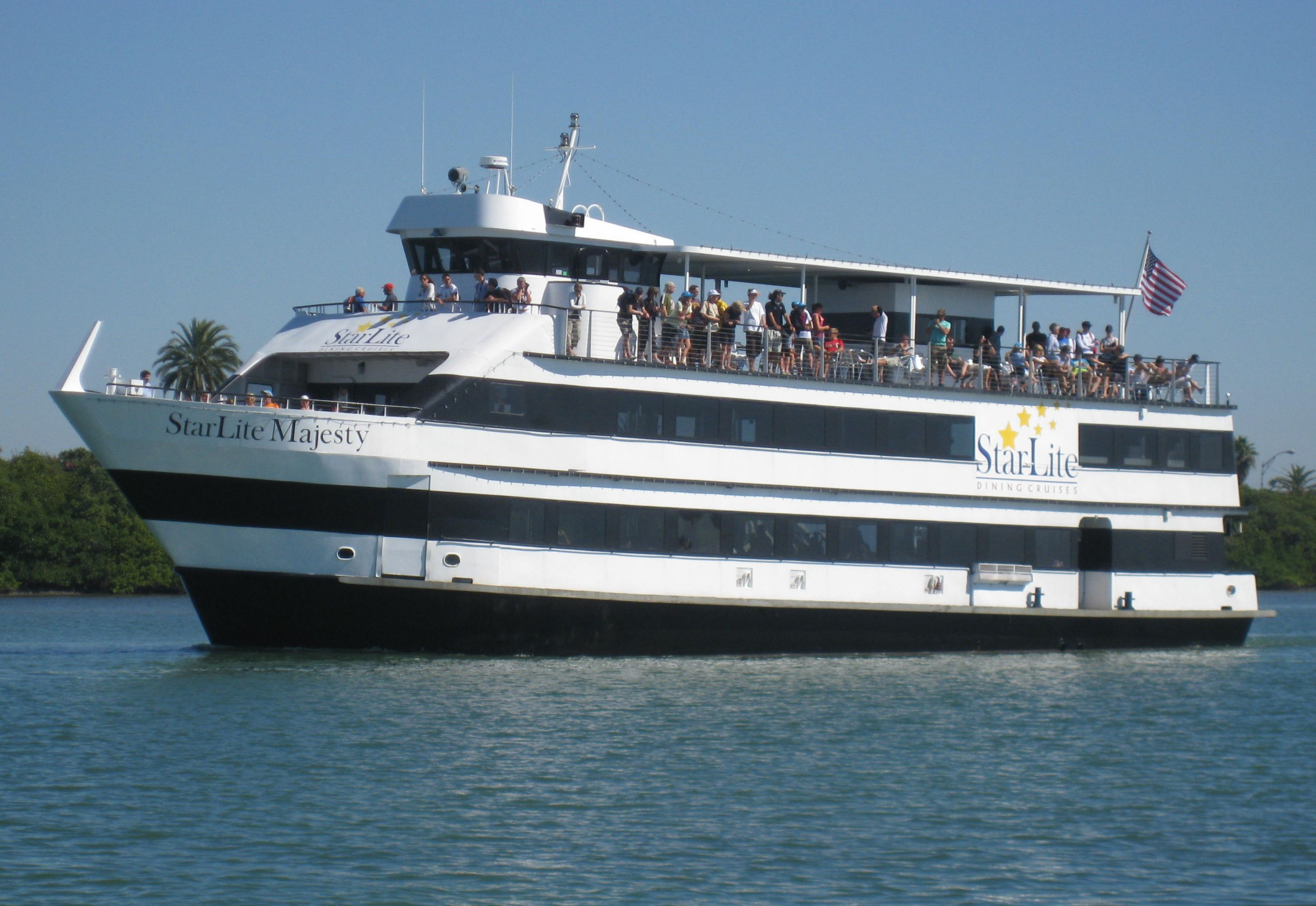 The Starlite Majesty offers luncheon and dinner cruises