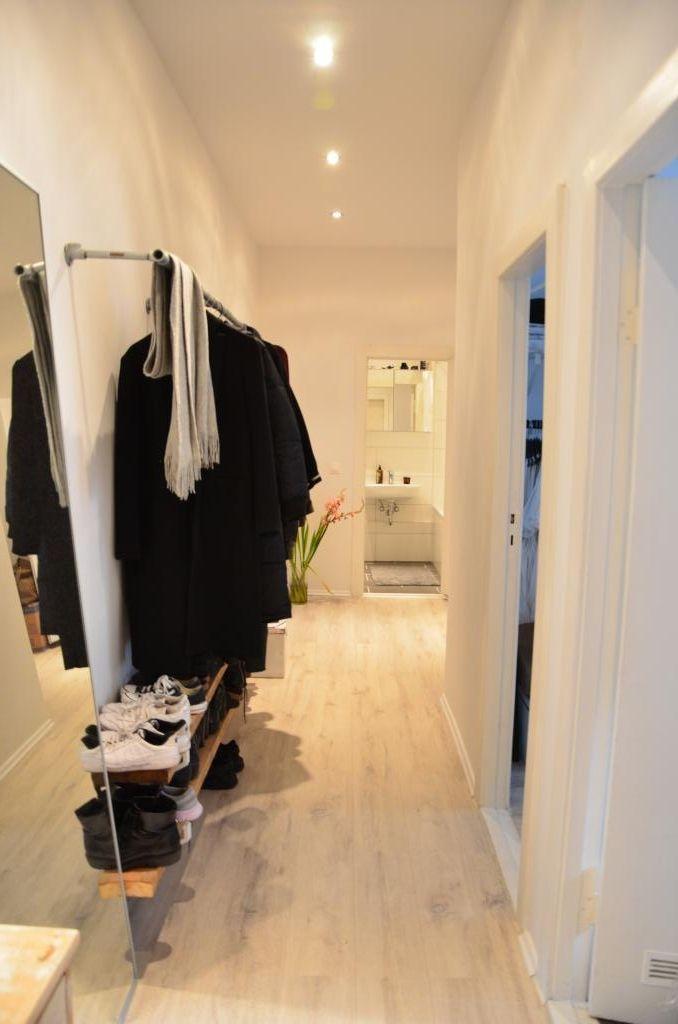 sch ner heller flur mit garderobe und gro em spiegel wg in berlin berlin corridor garderobe. Black Bedroom Furniture Sets. Home Design Ideas